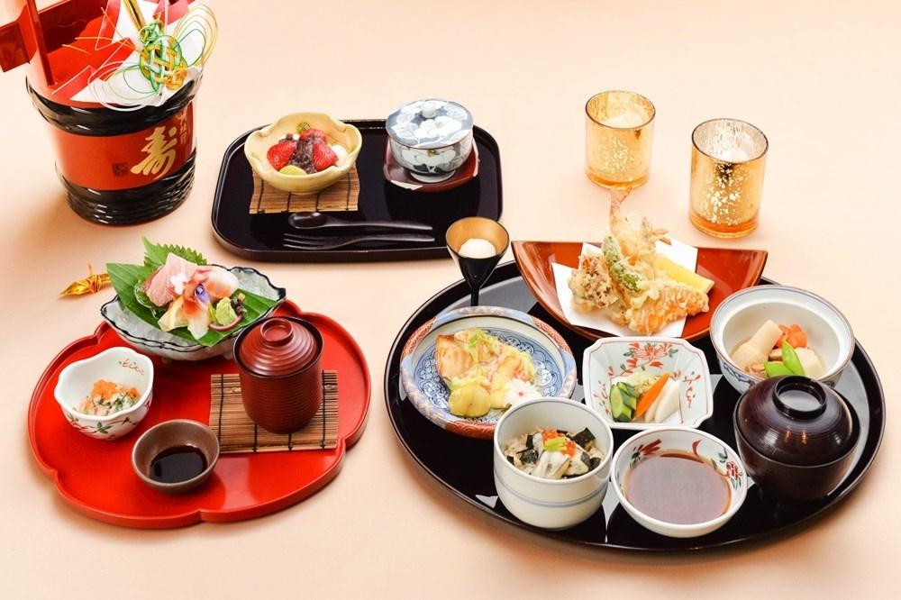 """อาหารชุดพิเศษ """"โกะเซน"""" วันส่งท้ายปีเก่า"""